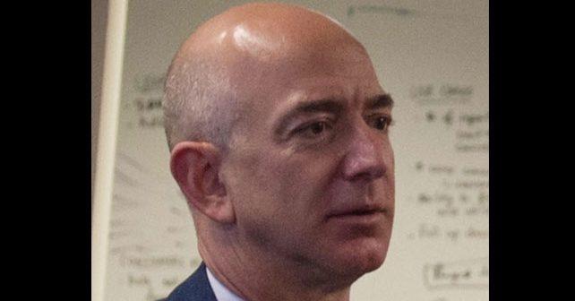 Na fotografiji je prikazan preduzetnik (vlasnik amazona), inženjer računarstva, investitor: Džef Bezos (Jeff Bezos)