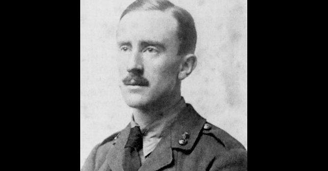 Na fotografiji je prikazan književnik, filolog, profesor: Džon Tolkin (J.R.R. Tolkien)