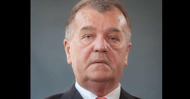 Na fotografiji je prikazan književnik, publicist, magistar ekonomije, profesor: Fehret Hrustić