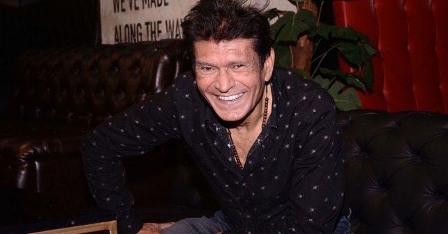 Na fotografiji je prikazan pevač: Sinan Sakić
