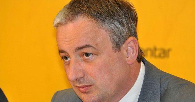 Na fotografiji je prikazan političar: Branislav Borenović