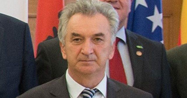 Na fotografiji je prikazan političar, diplomirani pravnik: Mirko Šarović