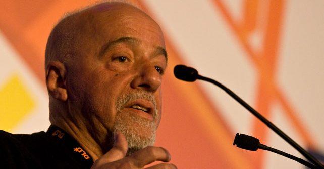 Na fotografiji je prikazan pisac: Paulo Koeljo (Paulo Coelho)