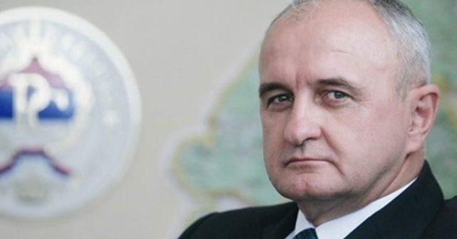 Na fotografiji je prikazan političar, ministar: Petar Đokić
