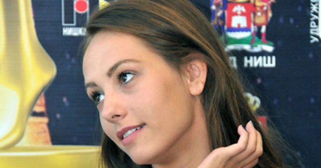 Na fotografiji je prikazan glumica: Jovana Stojiljković