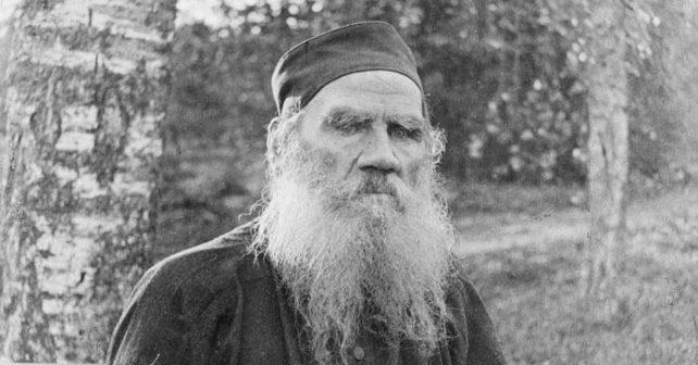 Na fotografiji je prikazan književnik, filozof: Lav Nikolajevič Tolstoj