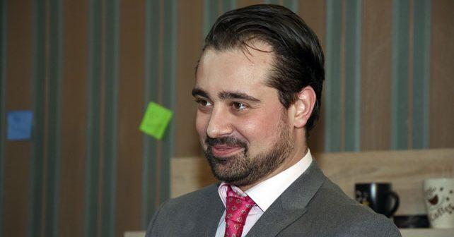 Na fotografiji je prikazan glumac: Stefan Buzurović