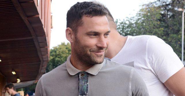 Na fotografiji je prikazan fudbaler: Duško Tošić