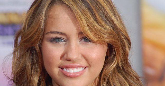 Na fotografiji je prikazan pevačica, glumica: Majli Sajrus (Miley Cyrus)