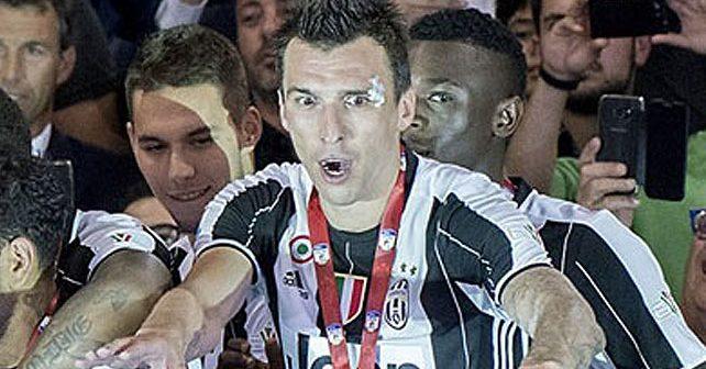 Na fotografiji je prikazan fudbaler: Mario Mandžukić