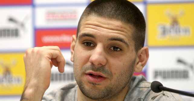 Na fotografiji je prikazan fudbaler: Aleksandar Mitrović