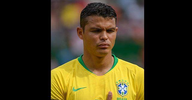 Na fotografiji je prikazan fudbaler: Tijago Silva
