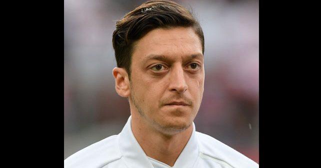Na fotografiji je prikazan fudbaler: Mesut Ozil