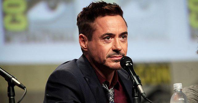 Na fotografiji je prikazan glumac, muzičar: Robert Dauni Džunior (Robert Downey Jr.)