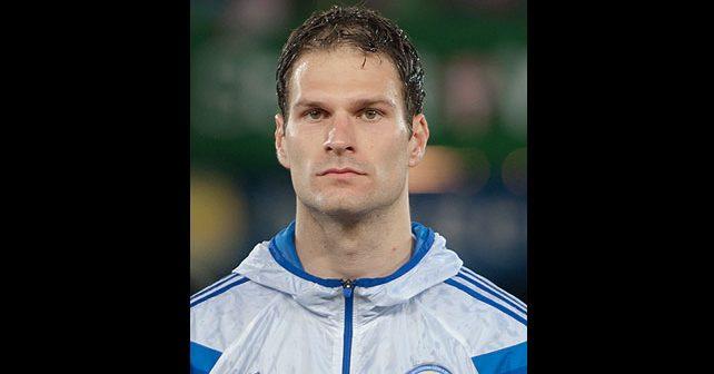 Na fotografiji je prikazan fudbaler: Asmir Begović