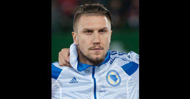 Na fotografiji je prikazan fudbaler: Ermin Bičakčić
