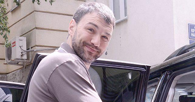Na fotografiji je prikazan rukometaš, političar: Vladimir Vlada Mandić