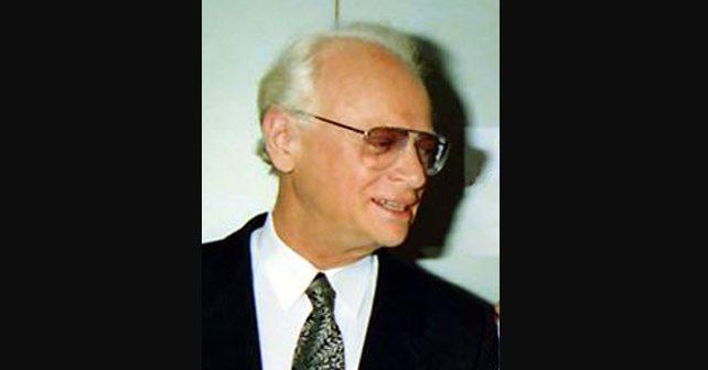 Na fotografiji je prikazan književnik, satiričar, režiser: Efraim Kišon