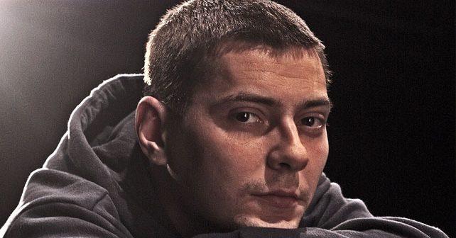 Na fotografiji je prikazan pisac, reper, muzičar: Marčelo (Marko Šelić)