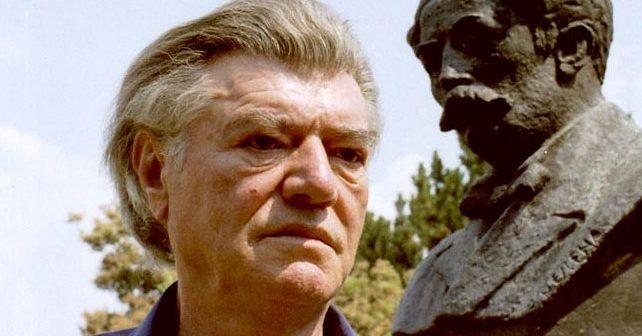 Na fotografiji je prikazan književnik: Stevan Raičković