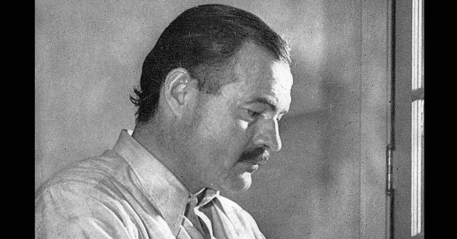 Na fotografiji je prikazan književnik, novinar: Ernest Hemingvej (Ernest Hemingway)
