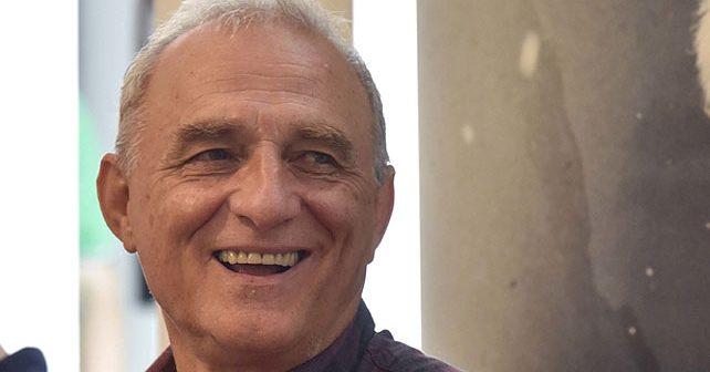 Na fotografiji je prikazan glumac, režiser, producent: Lazar Ristovski