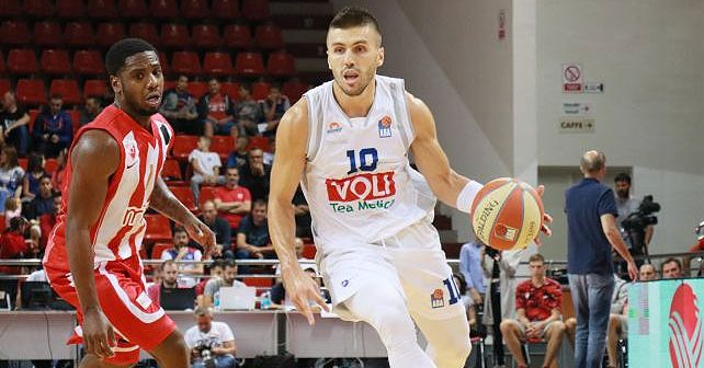 Na fotografiji je prikazan košarkaš: Nemanja Gordić