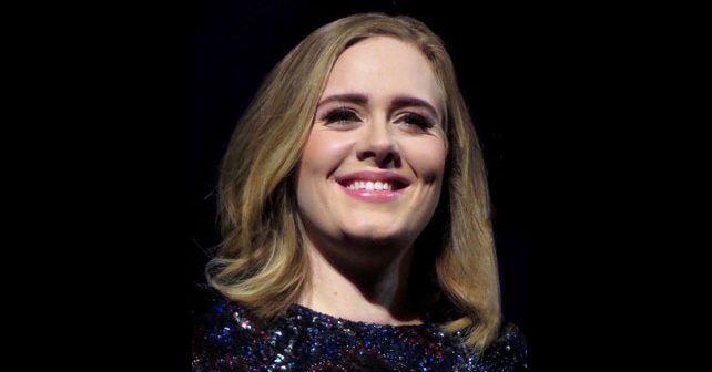 Na fotografiji je prikazan pevačica: Adele (Adel)