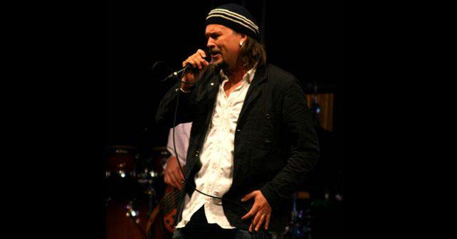 Na fotografiji je prikazan pevač: Gibonni (Zlatan Stipišić)
