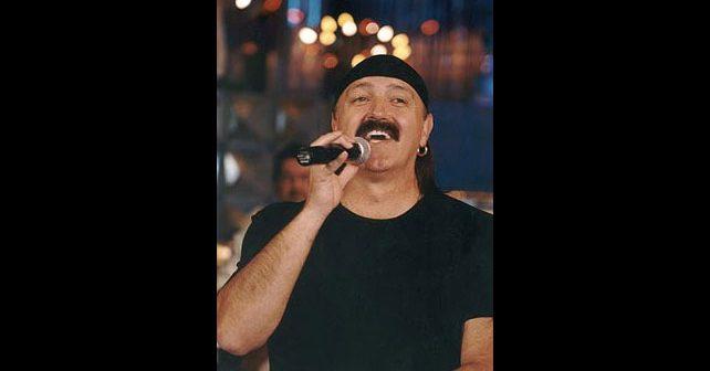 Na fotografiji je prikazan pevač: Haris Džinović