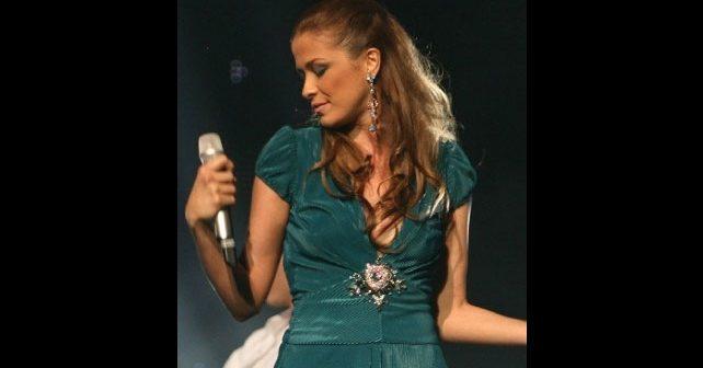 Na fotografiji je prikazan pevačica: Karolina Gočeva