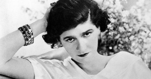 Na fotografiji je prikazan modna dizajnerka: Koko Šanel (Coco Chanel)