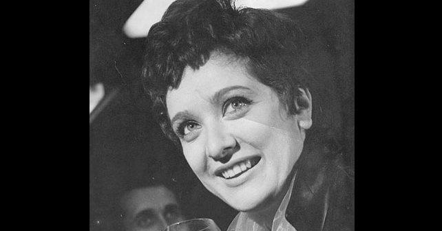 Na fotografiji je prikazan pevačica: Lola Novaković