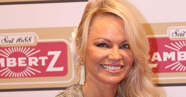 Na fotografiji je prikazan glumica, model: Pamela Anderson