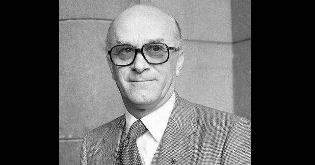 Na fotografiji je prikazan političar: Raif Dizdarević
