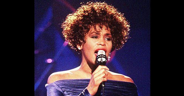 Na fotografiji je prikazan pevačica: Vitni Hjuston (Whitney Houston)