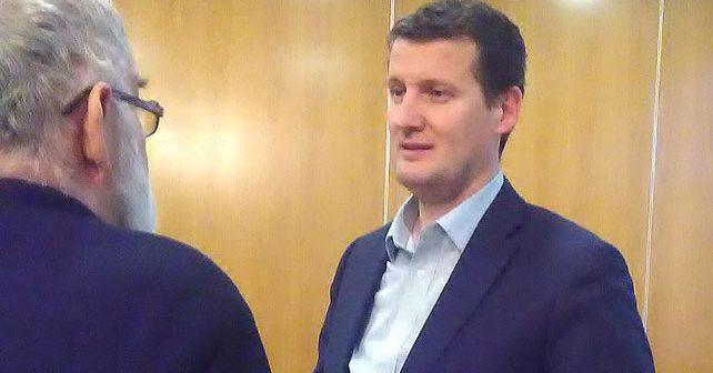 Na fotografiji je prikazan političar, profesor istorije: Senad Šepić