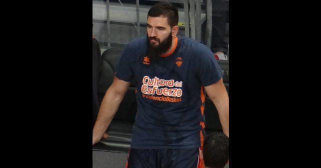 Na fotografiji je prikazan košarkaš: Bojan Dubljević