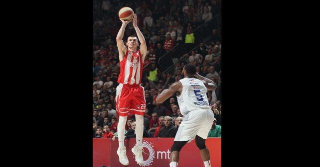 Na fotografiji je prikazan košarkaš: Boriša Simanić