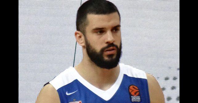 Na fotografiji je prikazan košarkaš: Branko Lazić