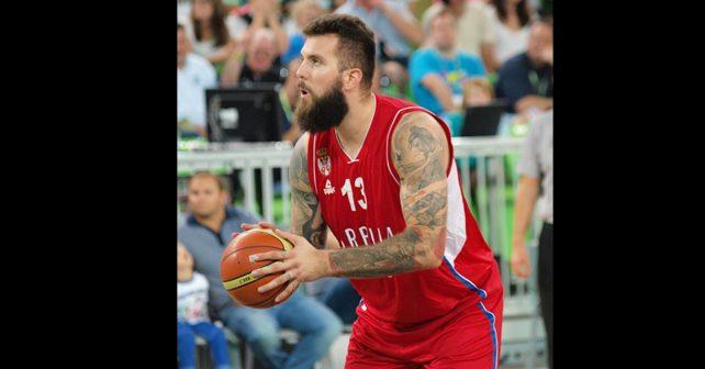 Na fotografiji je prikazan košarkaš: Miroslav Raduljica