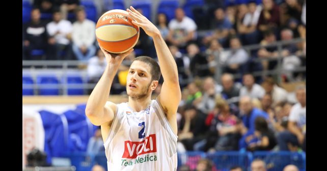 Na fotografiji je prikazan košarkaš: Nikola Ivanović