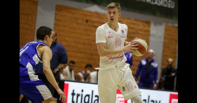 Na fotografiji je prikazan košarkaš: Ognjen Jaramaz