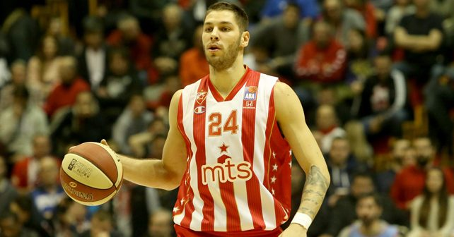 Na fotografiji je prikazan košarkaš: Stefan Jović