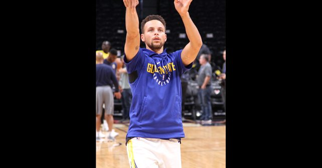 Na fotografiji je prikazan košarkaš: Stefen Kari (Stephen Curry)