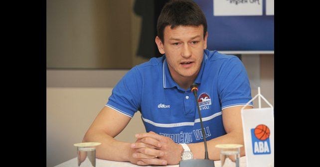 Na fotografiji je prikazan košarkaš: Suad Šehović