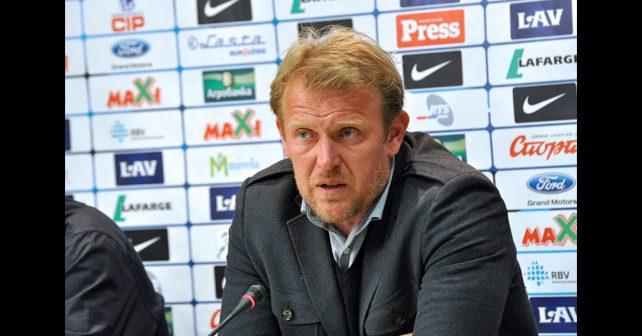 Na fotografiji je prikazan fudbalski trener, fudbaler: Robert Prosinečki