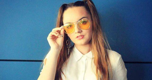 Na fotografiji je prikazan pevačica, glumica, učenik: Belma Huseinefendić