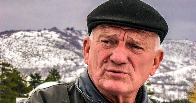 Na fotografiji je prikazan general, vojnik,: Jovan Divjak