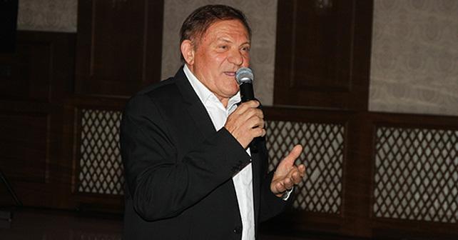 Na fotografiji je prikazan pevač: Miloš Bojanić